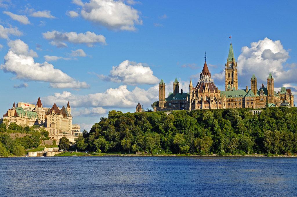 Способы получения ВНЖ в Канаде для граждан России