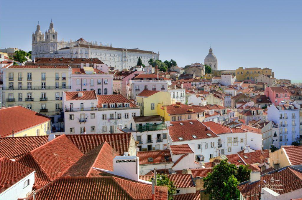 Изображение - Внж в португалии alfama-2165717_1920-1024x680