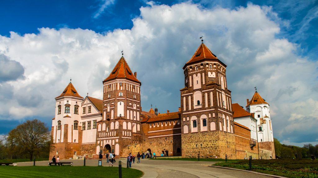 Надо ли иметь загранпаспорт россиянину для поездки в Белоруссию