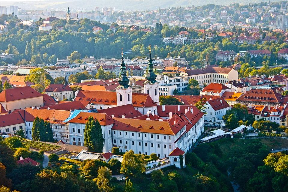 Изображение - Иммиграция в чехию old-town-view-from-above-prague-czech-republic-1798529