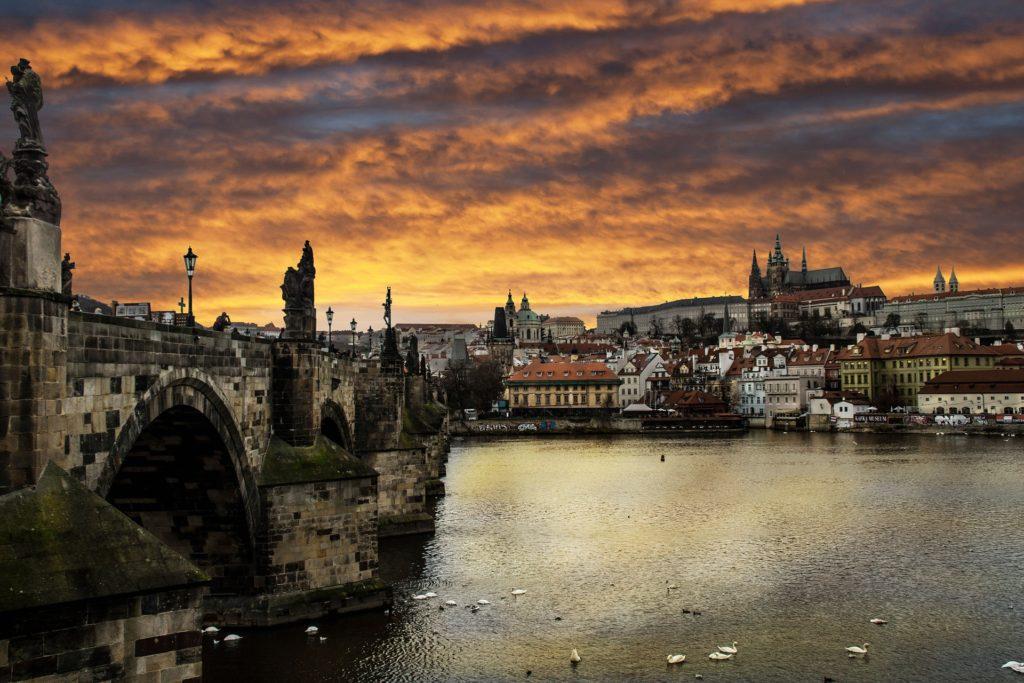 Изображение - Иммиграция в чехию prague-1002963_1920-1024x683