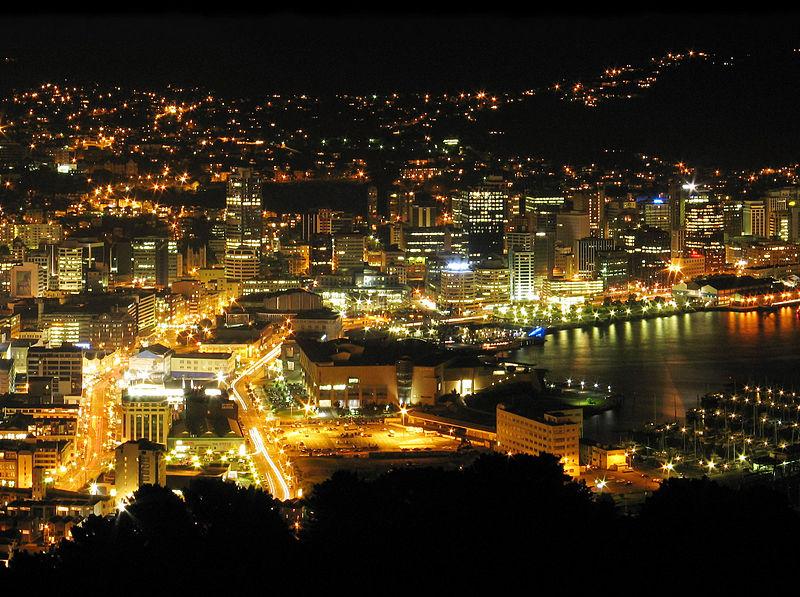 Изображение - Как получить гражданство новой зеландии 800px-wellington_city_night_downtown