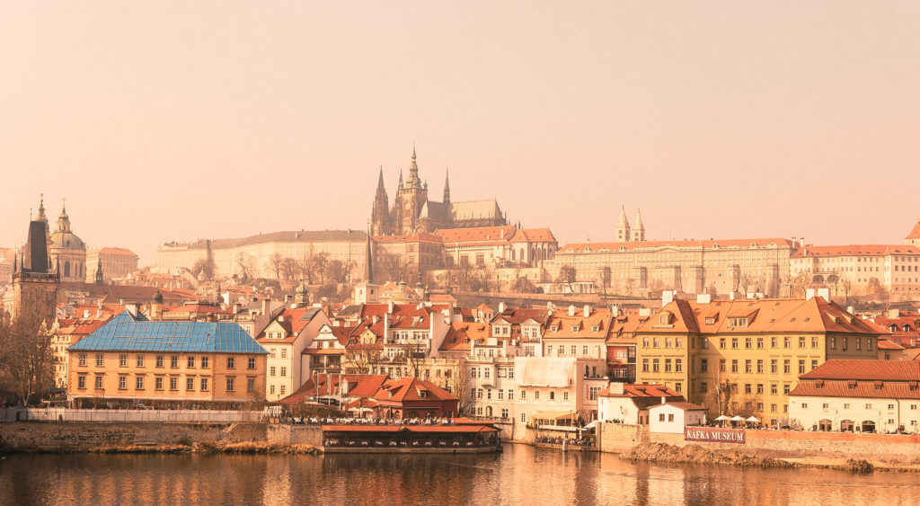 Стоимость и способы оформления Шенгена в Прагу