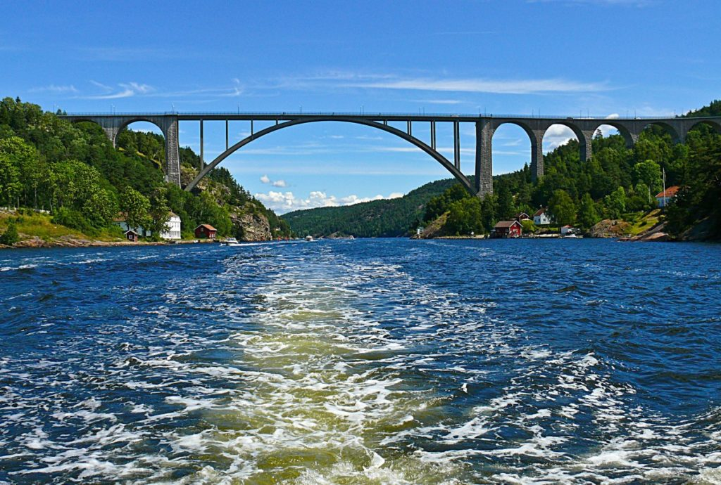 Изображение - Эмиграция в швецию svinesund_bridge_iddefjorden_ringdal_fjord_limit_inlet_norway_sweden_border-563337-1024x690