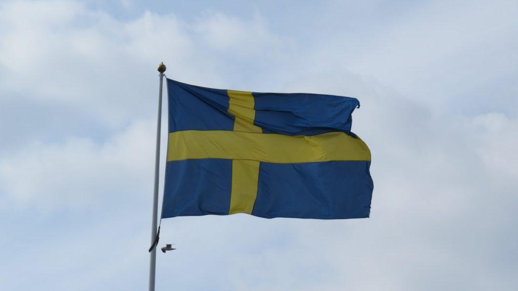 Изображение - Эмиграция в швецию sweden_flag_blue_and_yellow_swedish_flag_cloud-1053742-1024x575