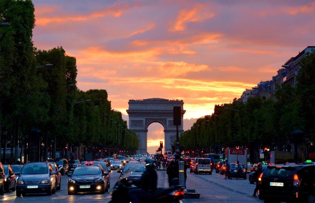 Изображение - Внж во франции arc-de-triomphe-architecture-cars-161901-1024x663