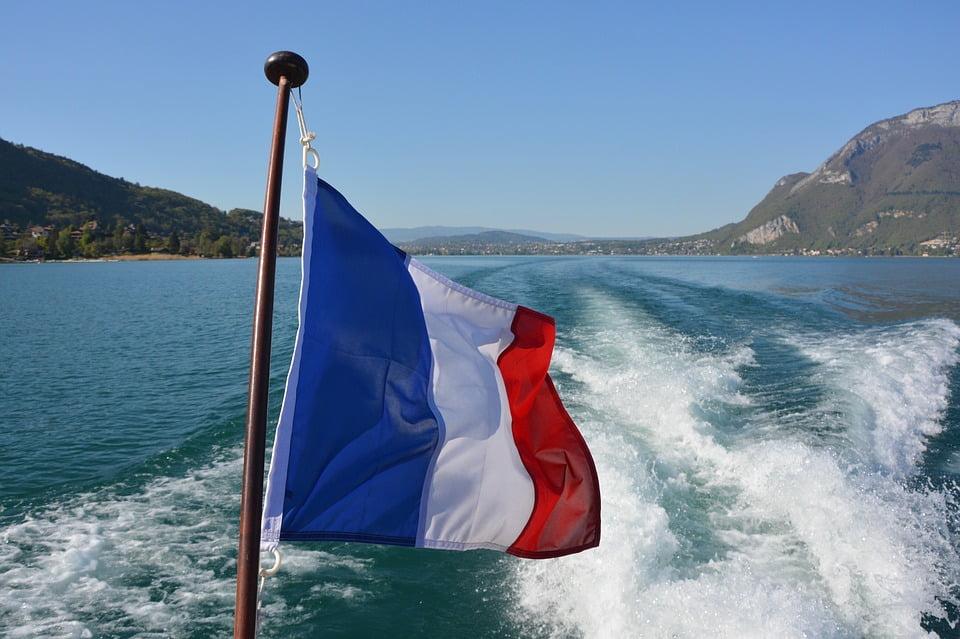 Изображение - Внж во франции france-white-sky-flag-blue-red-tricolor-french-2267063